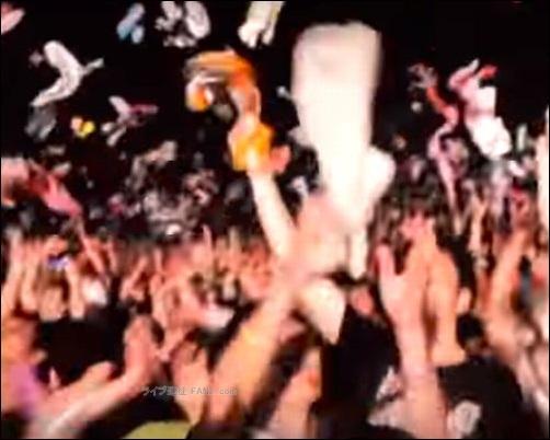 ペットボトル 缶 飲み物 飲料水 客席 ステージ 投げる 危険 傷害 事件 事故 写真 画像 動画 撮影 録音 録画 声援 叫び声 絶叫 シンガロング 合唱 コール かけ声 フリ 振りつけ 定番 固定 バンT バンドTシャツ グッズ アイテム 04LS フォーリミ フォーリミテッドサザビーズ 04 Limited Sazabys 読者 問い合せ 質問 相談 フォーム ボタン 10-FEET 10FEET テンフィート クレーム 大炎上 危険性 リスク 可能性 声援 送る 合唱 シンガロング メンバー 名前 呼ぶ 叫ぶ マナー ハーフパンツ ボディバッグ トレーナー ジーンズ グッズ タオル ワニマ WANIMA ファン パーカー 服装 格好 サンプル 例 ディッキーズ Dickies ハーフパンツ ハーパン WANIMA ワニマ ファン 服装 格好 お問い合せ フォーム ボタン MUCC ムック ムッカー 夢烏 MWAM マンウィズアミッション マンウィズ ガウラー ファン ライヴ ライブ コンサート 問い合せ フォーム 連絡 読者 胸の前 身体 身につける 前方 前の方 エリア ゾーン スペース 混雑 危険 盛り上がり ライブハウス ライヴハウス 箱 ハコ 荷物 持ち物 北海道 函館市 ライブ ライヴ コンサート 遠征 旅行 観光 旅 GLAY グレイ TERU TAKURO JIRO HISASHI 小橋照彦 外村尚 和山義仁 久保琢郎 YUKI ユキ 磯谷有希 倉持有希 JUDY AND MARY ジュディアンドマリー ジュディマリ JAM ジャム 解散 再結成 理由 原因 準備 用意 マニュアル ノウハウ 説明 工夫 文章 写真 画像 アイキャッチ画像 ハウツー コンテンツ 画像バナー 画像リンク 便利 快適 小ネタ アイテム 物品 ネックピロー 首枕 首まくら ウエストピロー 腰枕 腰まくら マウスウォッシュ モンダミン 旅行 観光 ウェストポーチ ワンショルダーバッグ ボディバッグ バック