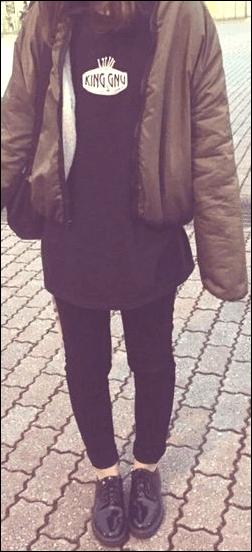 ジャンパー グッズ アイテム ネックレス トレーナー ズボン コスプレ パンツ スニーカー ロングスカート ショートパンツ ファン 観客 聴衆 コーデ 服装 衣服 衣類 サンプル 例 長いネイル 爪 キングヌー ヌー King Gnu CEREMONY アルバム メンバー 近影 ライブ 遠征旅行 持ち物 手荷物 荷物 チェックリスト 服装 マナー ルール 規則 キングヌー King Gnu ヌー ライブ 遠征旅行 全般 疑問 質問 相談 質問 相談 読者 ファン ボタン 意見 感想 ボタン 9mm Parabellum Bullet [ALEXANDROS] アレキサンドロス ドロス アレキ ドロサー ヘビーメタル バンド ヘヴィメタル ファン 服装 格好 装い ファッション 例 サンプル 公演 最後 挨拶 シーユー コールアンドレスポンス マナー 配慮 大切 必要 重要 声援 合唱 シンガロング コールアンドレスポンス コール かけ声 コスプレ ライブ 注意点 ポイント 3個 混雑 混む 持ち物 手荷物 荷物 持ち込む 方法 チケット不正転売禁止法 本人確認 身分証明書 身分証明証 入場 確認 チェック 座席 種類 チケット 紹介 説明 ファン 国内外 国内 国外 海外 年齢 性別 国籍 紹介 BABYMETAL ベビーメタル ベビメタ 歌う 合唱 シンガロング 声援 マナー 迷惑 配慮 サインライト ブレード コンサートライト ペンライト サイリューム サイリウム 法被 法被 ペンラ ツアーTシャツ ネックレス グッズ アイテム メンバー ステージ 衣装 銀魂 浦島坂田船 マンウィズ 遠征旅行 スーツケース キャリーバッグ キャリーバック 移動 持ち運び 野外 フェス 会場 ハコ 箱 ライブハウス 公演 ノウハウ 知識 経験 アーティスト ミュージシャン 持ち物 手荷物 荷物 服装 衣類 ライブ 遠征旅行 準備 方法 マニュアル 家族 周り 理解 協力 お願い 伝える スケジュール 計画 予定 調整 予約 タイミング 時期 ホテル 宿 足 交通手段 新幹線 飛行機 高速バス 特急 電車 チケット 譲渡 お願い プラカード 全行程 遠征旅行 ライブ ライヴ コンサート 遠征旅行 動作 作業 タスク 全て 全部 まとめ 整理 説明 紹介 気持ち テンション 熱量 熱さ 年齢 層 高齢化 性別 男 女 配慮 必要 大切 天候 天気 予報 チェック 確認 季節 冬 防寒 夏 防暑 注意点 ライヴ 種類 名前 設定 規制 制限 ライブ会場 種類 説明 紹介 アーティスト 持ち物 応援 グッズ アイテム 格好 定番 お約束 遠征旅行 準備 用意 方法 考え方 ライブ ライヴ コンサート 遠征旅行 服装 持ち物 荷物 手荷物 用意 準備 方法 促進 買い物 購入 Amazon.co.jp アマゾン ショッピングモール 購入ボタン サイト