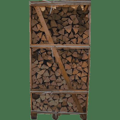 Pejsebrænde i tårn af fintkløvet træ.