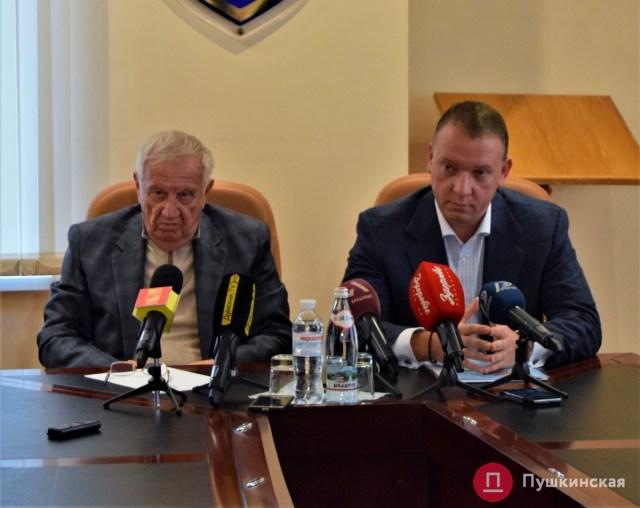 «Двум первым стало тяжело в одном здании»: Юрий Крук покидает пост заместителя мэра Черноморска
