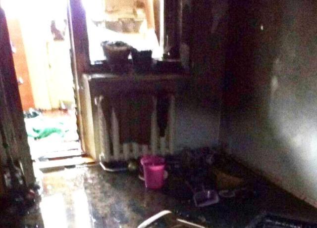 Пожар на посёлке Котовского: пострадавшая хозяйка квартиры в тяжёлом состоянии