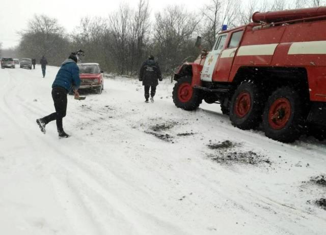 В Одесской области спасатели вытащили из снежных заносов 22 автомобиля