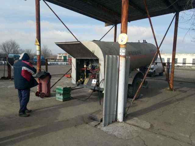 Одесская область: на двух нелегальных заправках нашли 7 тонн сжиженного газа. Фото