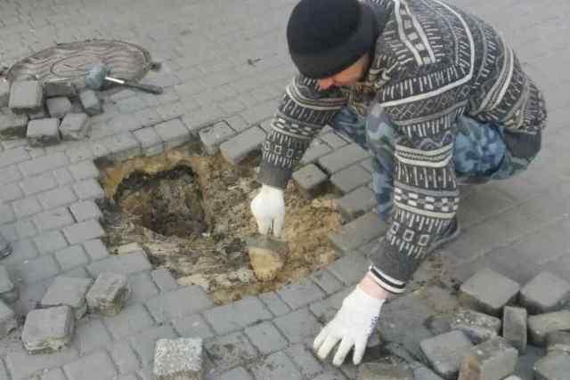 В мэрии похвастались, что оперативно «залатали» яму в центре Одессы. Фото