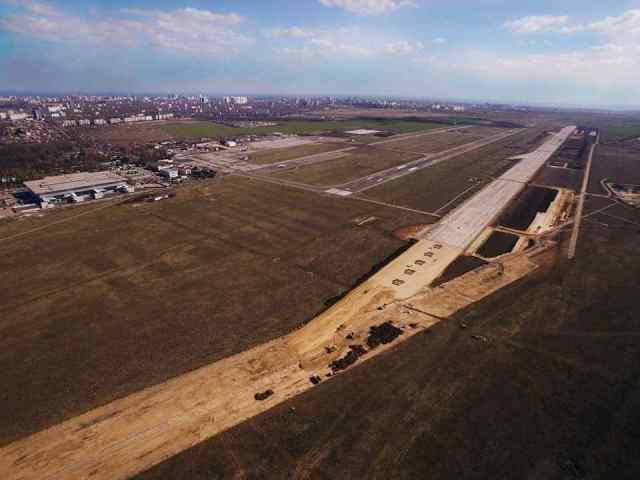 Основные работы по строительству «взлетки» в одесском аэропорту хотят закончить до конца года