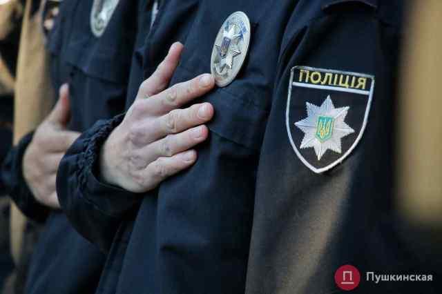 В Одессе прохожий распылил в лицо полицейскому газ из баллончика