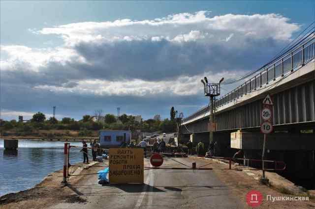 Рыбаки да «паромщики»: как проходит «безпонтонная» жизнь на переправе под Одессой. Фото