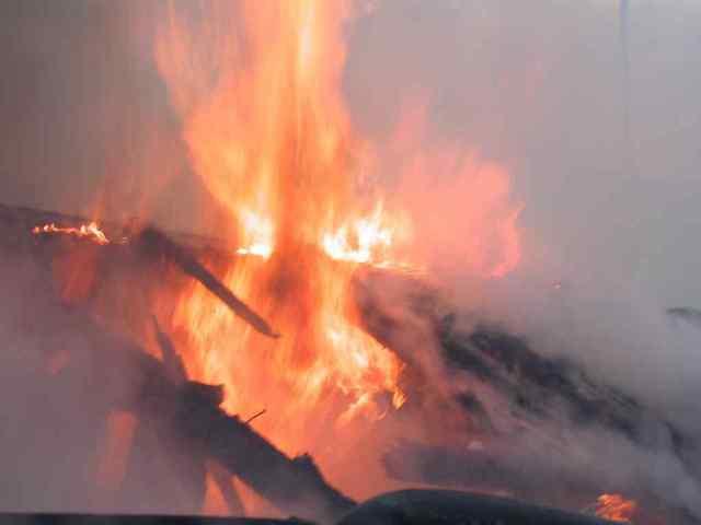 Неосторожность хозяев привела к двум пожарам в Одесской области: один человек погиб, еще один пострадал