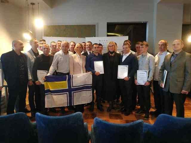 Освобожденные из плена украинские моряки получили сертификаты на квартиры в Одессе. Фото
