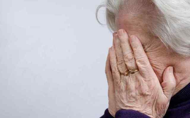 В Черноморске оштрафовали мужчину, который вымогал деньги у своей бабушки