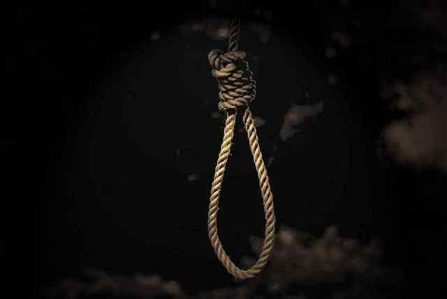 В Одессе нашли тело девочки, повешенной на дереве