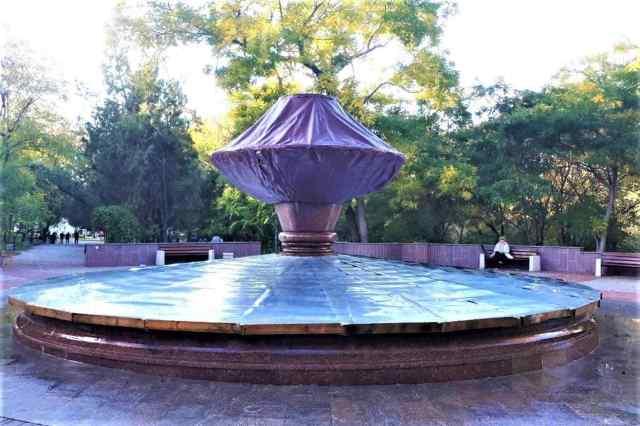 В Одессе впервые два фонтана на зиму полностью закрыли металлом. Фото