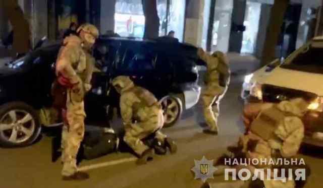 «Обнимали» и грабили: в Одессе задержали четырех «гастролеров». Видео