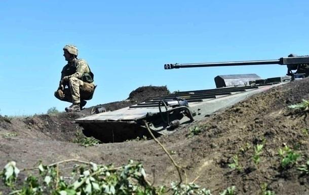 На Донбассе за сутки семь обстрелов, ранен боец