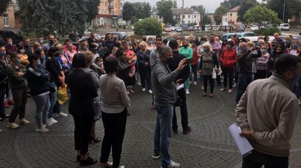 В Костополе протестуют против внесения города в красную зону