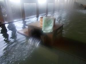 峠の湯 追分温泉【石巻市 北上】昭和の名車が飾られいてレトロな山あいの秘湯気分が盛り上がります。