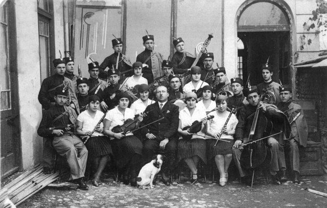 Саша Недељковић: СОКОЛСКЕ ПЕСМЕ НА РАДИЈУ И НА СВЕЧАНИМ АКАДЕМИЈАМА