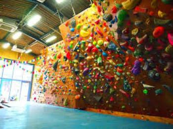 head-rock-climbing-gym-1