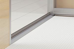 乾きやすく滑りにくい床