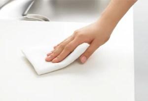 リクシル「サンファーニ」のワークトップは人工大理石でお掃除楽々!