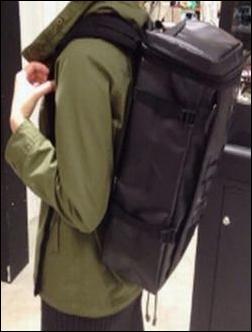 ザノースフェイス BCヒューズボックス NM81630 NM81357 リュック リュックサック デイパック バックパック ナップサック ザック コーディネート コーデ 服装 合せ方 合わせ方 あわせ方 参考 例 サンプル 説明 文章 記事 女性 深緑色 コート カジュアル 格好 タウンユース 街中