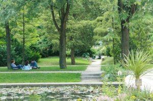 parque de bercy en paris picnic