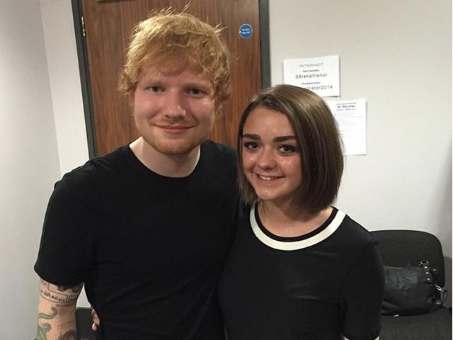Ed Sheeran y Maisie Williams