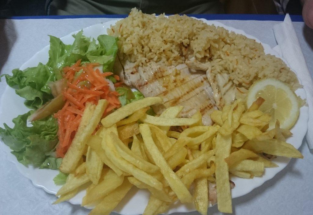 Stek wieprzowy w restauracji El-rei Dom Frango w Lizbonie