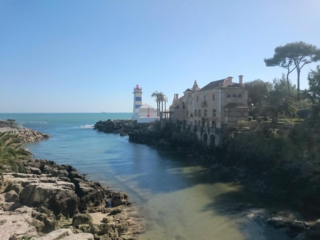 Zwiedzanie Cascais - latarnia morska Santa Marta i Casa Santa Marta