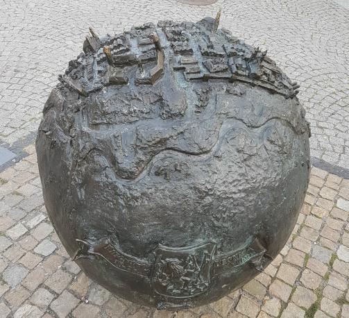 Kula z brązu w Legnicy