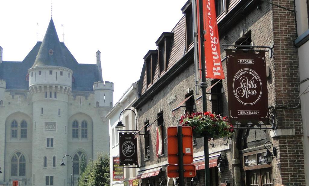 Zwiedzanie Brukseli - Porte de Hal