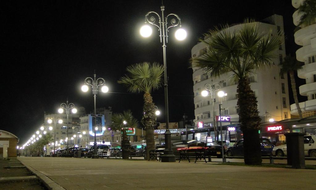 Co warto zobaczyć w Larnace - promenada Finikudes