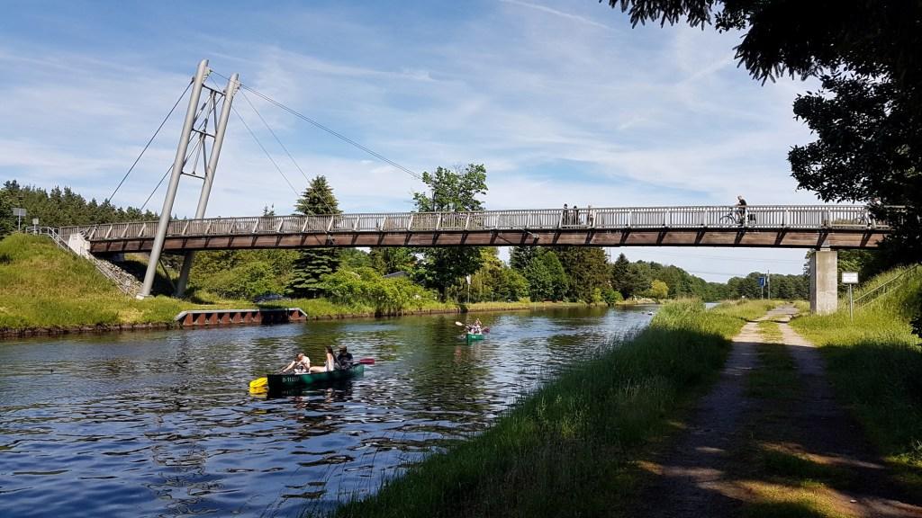 Ciekawe trasy rowerowe wokół Frankfurtu nad Odrą - drewniany most