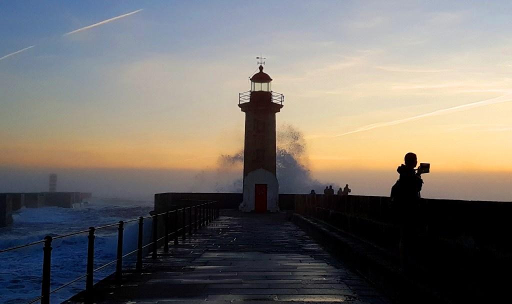 Plaże w okolicach Porto - latarnia morska