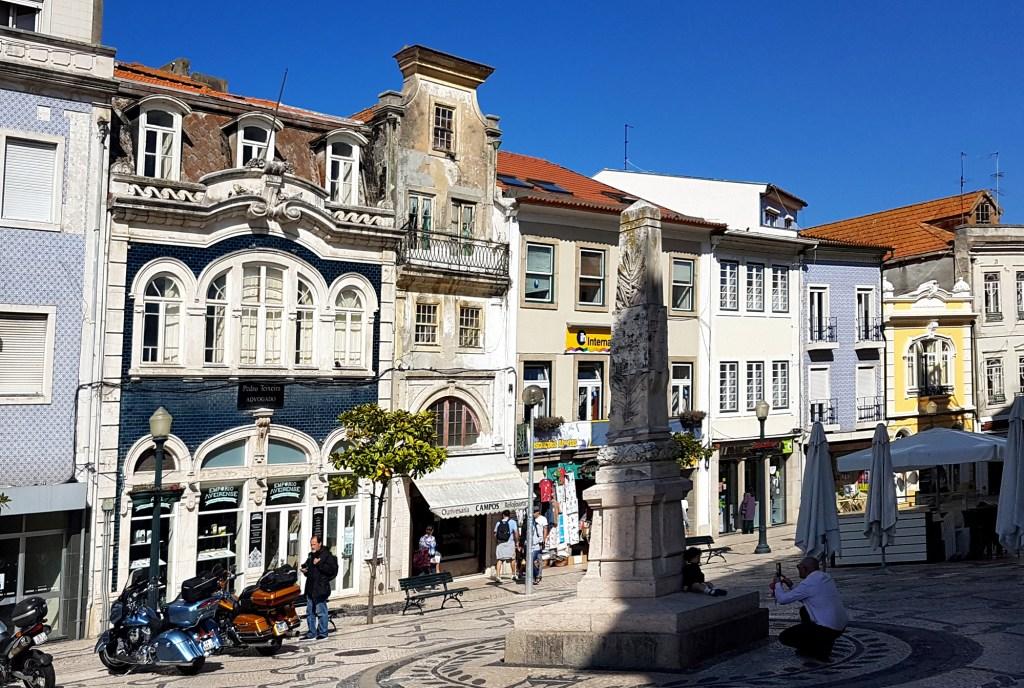 Zwiedzanie ciekawych miejsc w Aveiro - deptak przy R. Domingos Carrancho