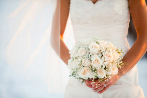 Prestataires pour les mariages qui proposent robes de mariés, domaines et salles de réception, photographes, coiffeuses