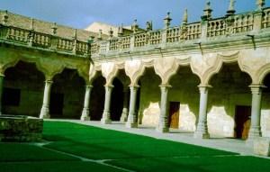 Spanien Salamanca Alte Universitaet Innenhof (1)
