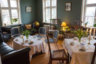 Der er dækket op i den grønne stue (Foto Dan Riis)