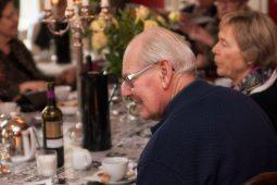 Feststemning ved bordene (Foto Dan Riis)