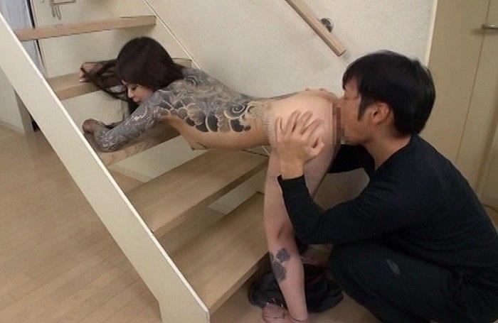 性欲の凄い全身全身タトゥー女ミサ パイパン性器ピアスに舌ピアスの変態女