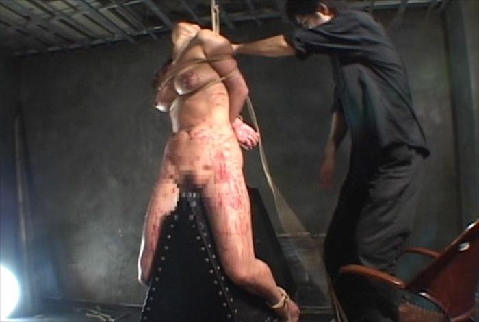 逆海老反り吊りに三角木馬責め!アルゴグラニーのM女が魔女狩り拷問でエクスタシー到達! 森下さやか