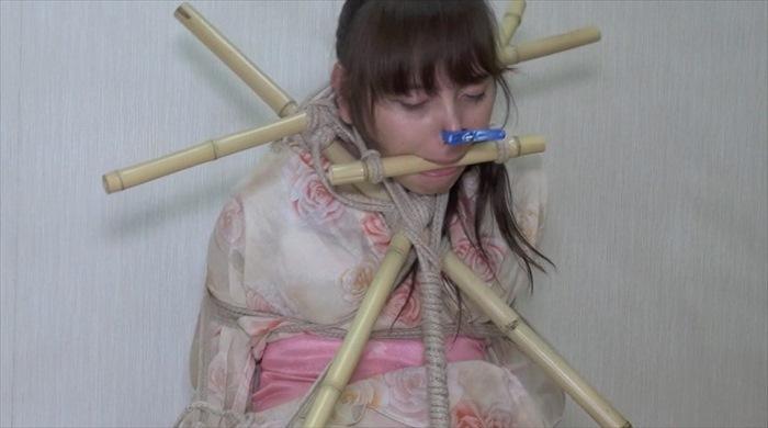 浴衣緊縛で口枷と首枷に竹竿で緊縛され顔を歪めて哭く千香 愛奴フェチ調教コレクション