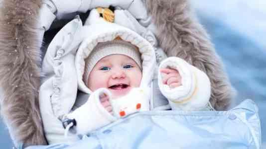 Afară cu bebelușul când este frig. Gesturi de adoptat