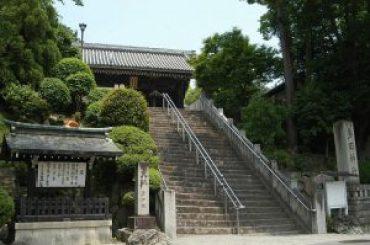 多田神社 境内までの階段
