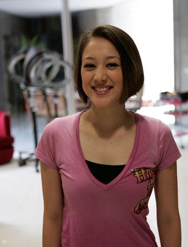 ピンクのシャツのSHELLY