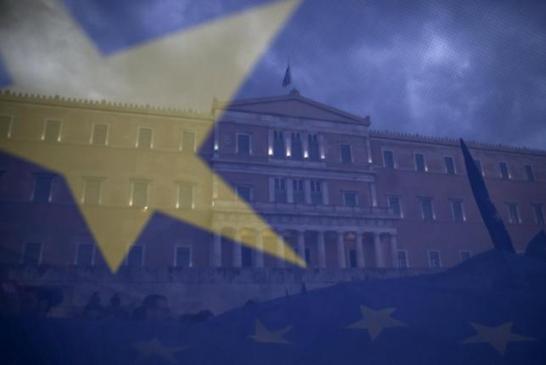 7月13日、欧州議会のシュルツ議長は、欧州の将来は危機にひんしていると述べた。また、ギリシャの一時的なユーロ圏離脱は議題ではないとの認識を示した。アテネで6月撮影(2015年 ロイター/Marko Djurica)