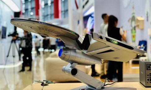レノボの宇宙船みたいなPCTiburn Enterprise Star Trek PC