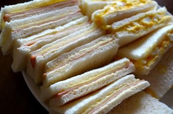 ピクニックのサンドイッチ