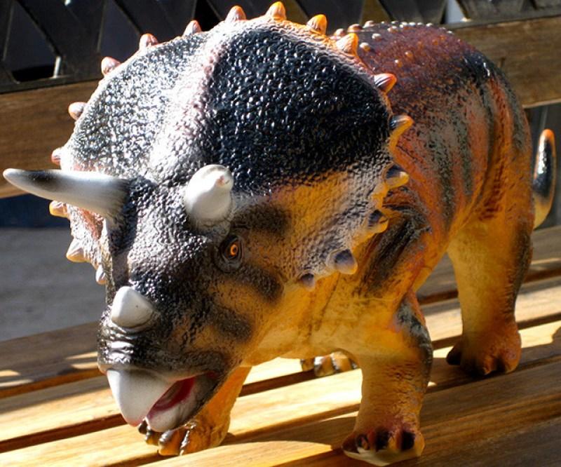 juguete-triceratops-4