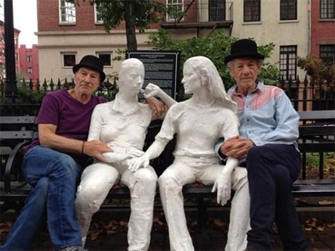profesor-x-magneto-escultura-pareja-heterosexual